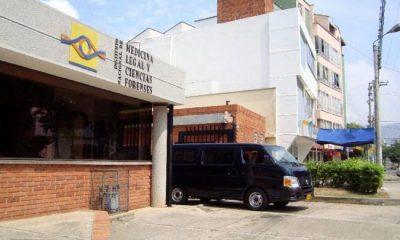 A Medicina Legal fueron trasladados los cuerpos del patrullero y el militar muertos en Aguachica.