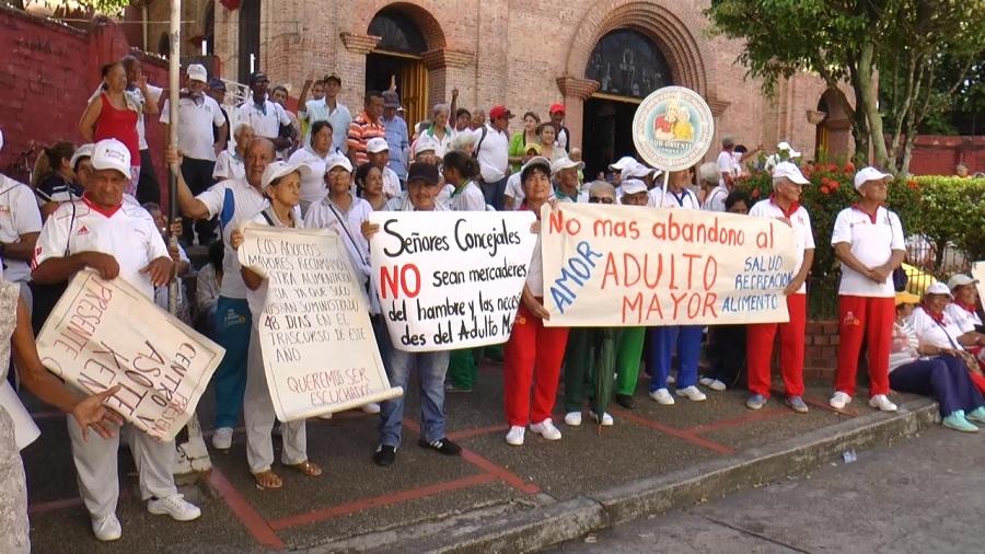 Protesta de los adultos mayores por falta de recursos