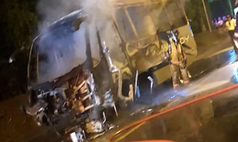 Un motociclista murió al chocar contra un bus