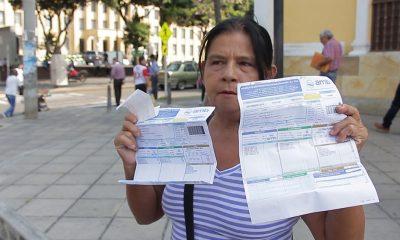 Un aumento dramático en el cobro del servicio de agua y alcantarillado, es el problema que enfrentan algunas personas que residen en límites entre los barrio Río de Oro y Santa Cruz en Girón.