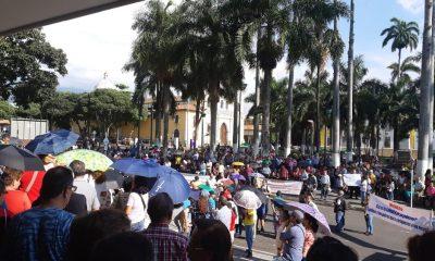 Esta tarde los Contribuyentes de Bucaramanga quemaron los recibos del impuesto predial frente a la alcaldía, aseguran que no van a pagar los valores que les facturaron