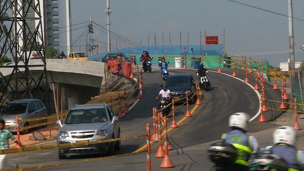 El derrumbamiento total del puente, que por muchos años fue la única vía de acceso a Floridablanca podría demorar alrededor de una semana